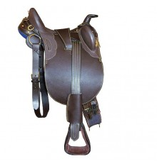 Australian saddle with pommel